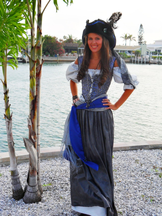 Pirates of the Caribbean Costume Women's Easy DIY Costume